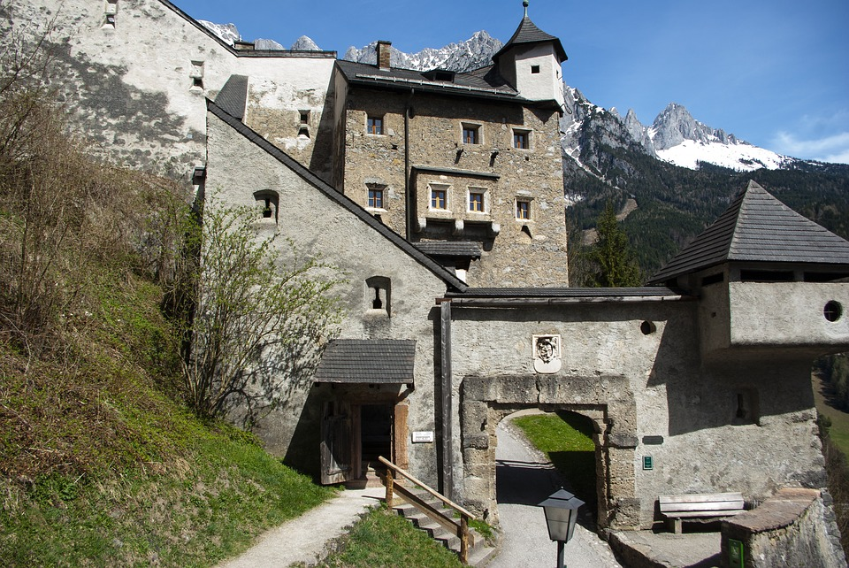 Also bookable Daily:  Burg Werfen + Icecave Daytrip